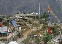 भूकम्प पीडितलाई सहायता- मुखले दिने, हातले नदिने